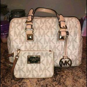 Like new Michael kors satchel purse